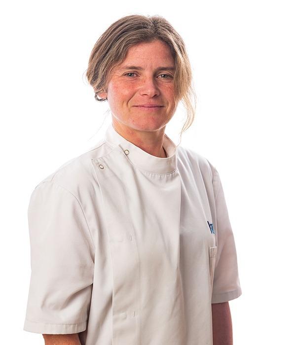 Claire Hicks 6x9b